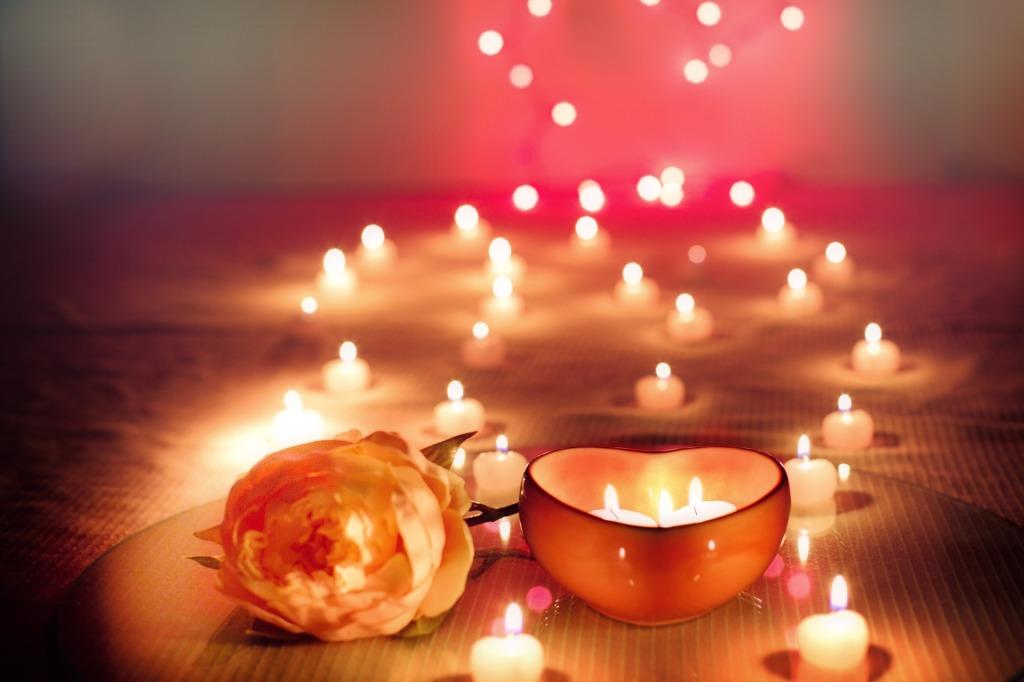 Tento obrázek nemá vyplněný atribut alt; název souboru je candles-2000135_1920.jpg.