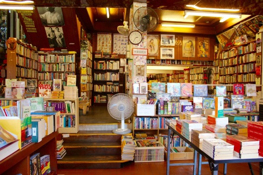 de501-library-1124718_1920